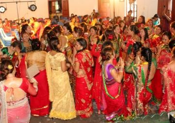 महिला नाच्ने, पुरूष सघाउने