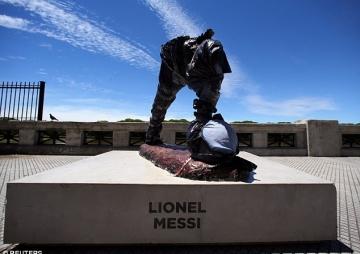 मेस्सीको प्रतिमा तोडफोड