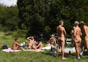 पेरिसमा पहिलो नग्न पार्क