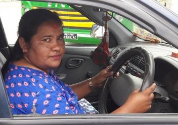 पोखराकी एक्ली महिला ट्याक्सी चालक
