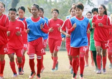 नयाँ शैलीमा महिला फुटबल