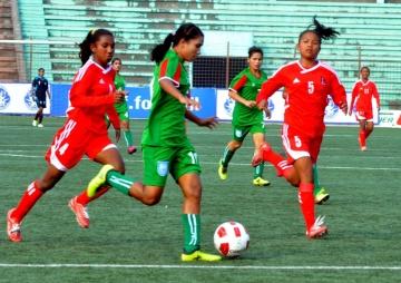 महिला फुटबल साफ भयाे