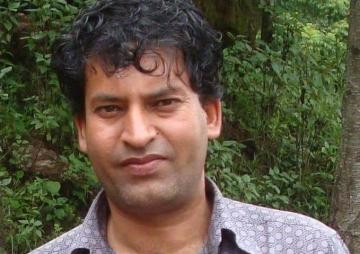 'नेपाली साहित्य दलालीतर्फ जाँदैछ'