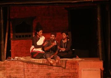 गन्धर्व नाटकघरमा 'एक चिहान'