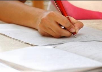 आफ्नै कापी जाँच्ने विद्यार्थी